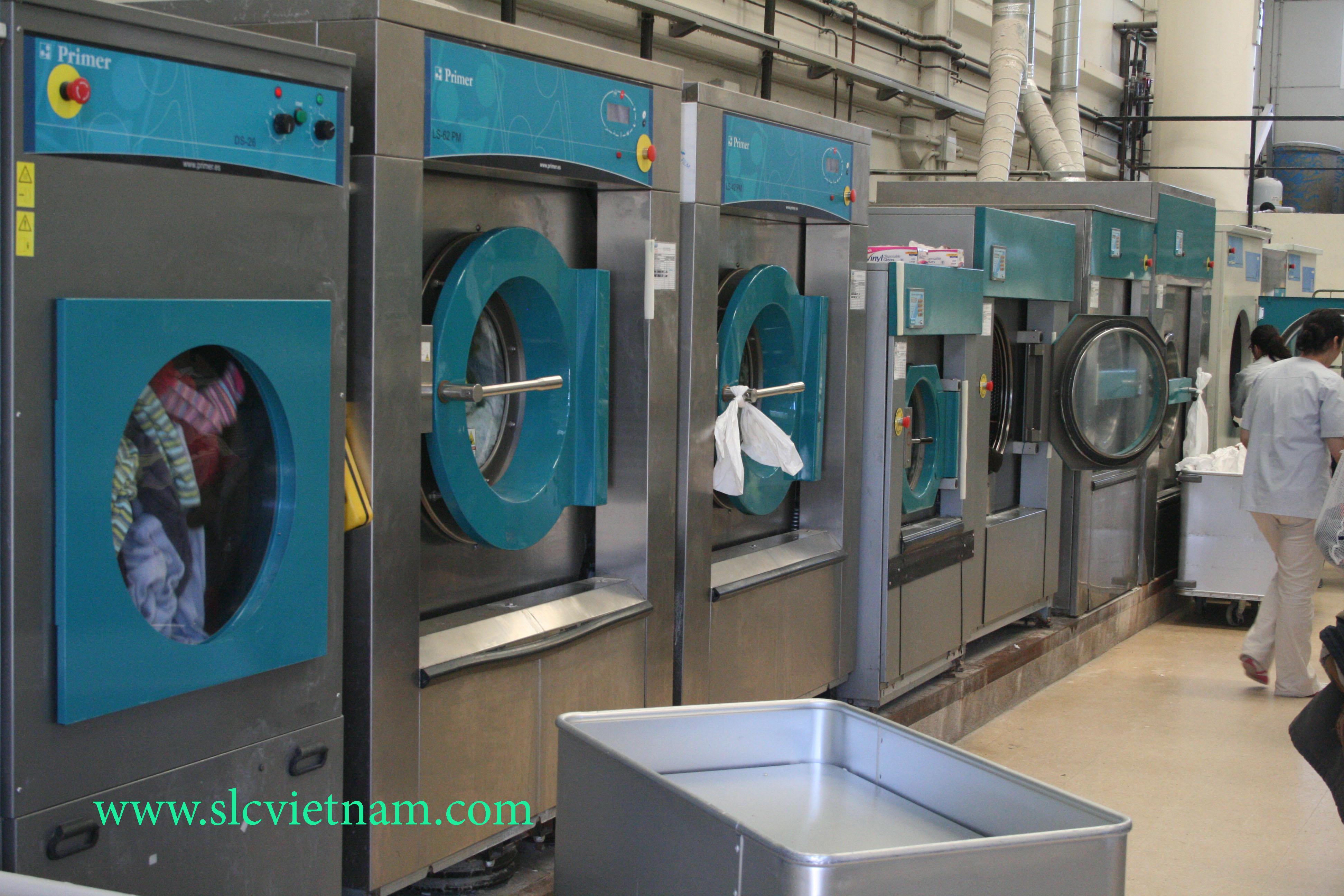 Giặt khô là hơi sử dụng máy giặt nào.