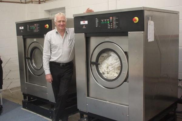 Mua máy sấy công nghiệp nên lựa chọn loại nào