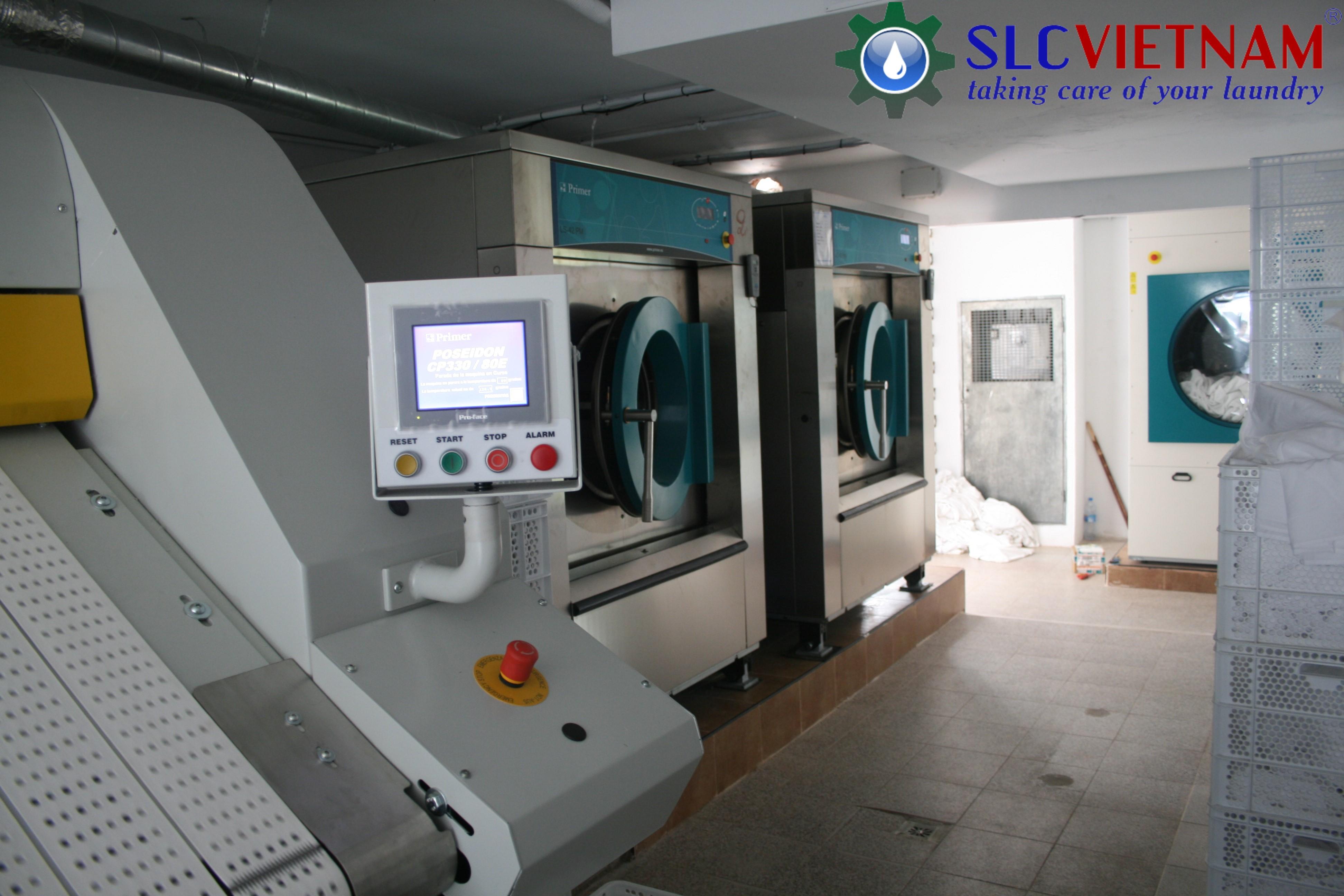 Tiến hành lắp đặt hệ thống giặt là Khách Sạn Đông Á 2 - Thái Nguyên.